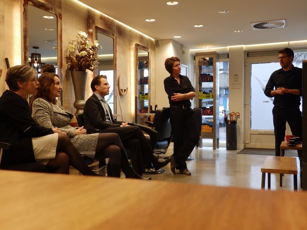 Burgemeester van Heemskerk op bezoek bij Zonneveld Coiffures